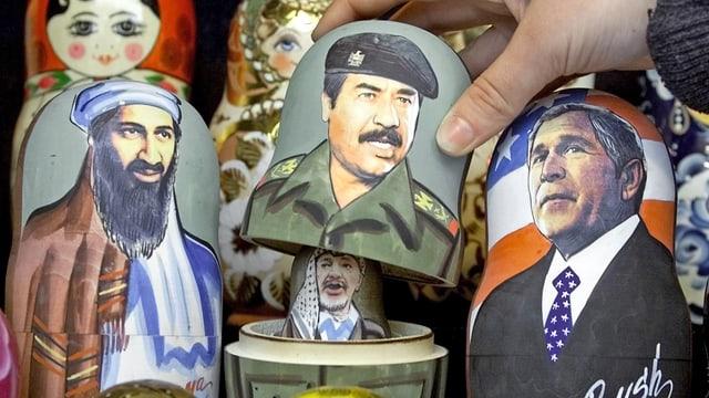 Osama bin Laden, Saddam Hussein, Jassir Arafat und George W. Bush.