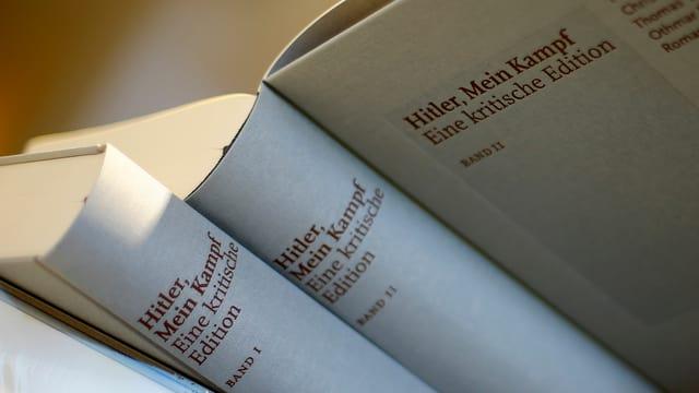 L'ediziun critica da «Mein Kampf» è in bestseller.