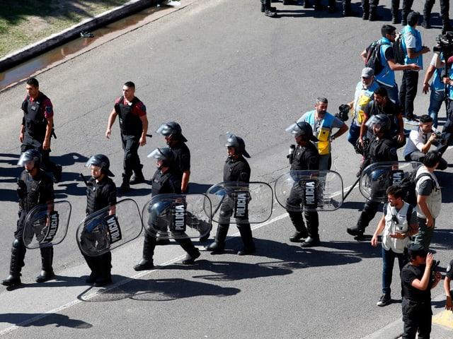 Polizei-Einsatz vor dem Copa-Rückspiel.