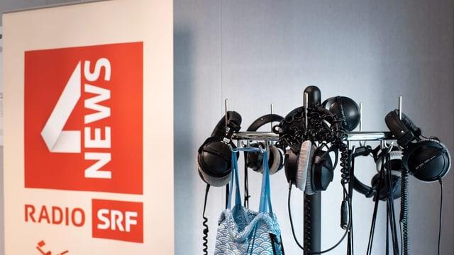 Logo SRF 4 News und Kopfhörer.