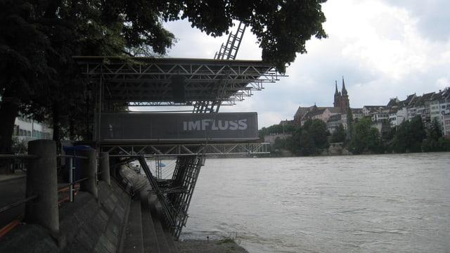 Das Bild zeigt den Ort im Rhein, wo das Kulturfloss stehen sollte.