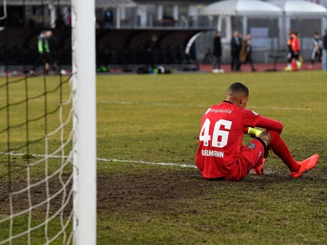 Lugano (hier mit Goalie Noam Baumann) ärgert sich in der Nachspielzeit.