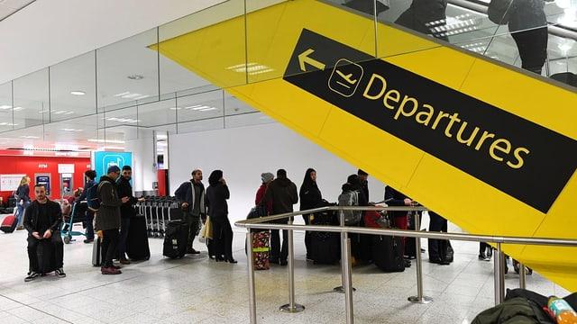 Passagiere an Flughafen