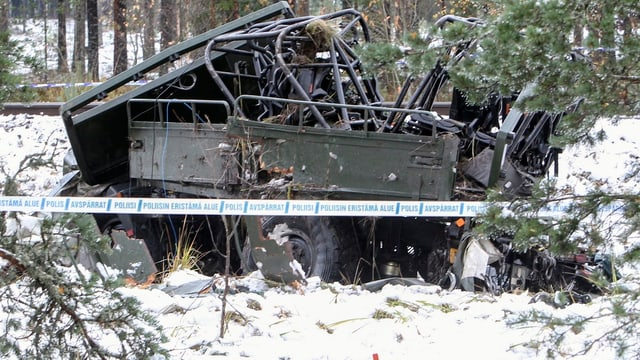 Das Wrack des Militärfahrzeuges in Finnland.