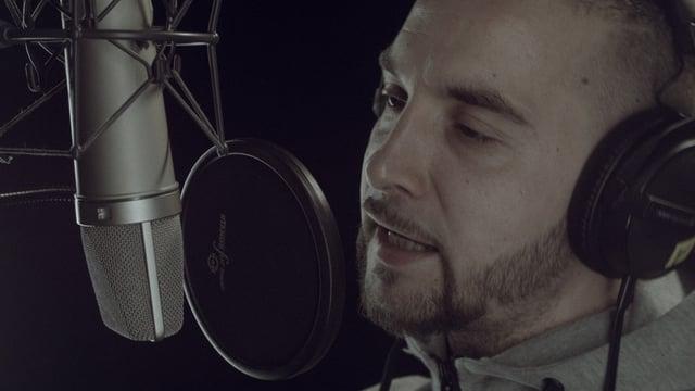 Rapper Krime am Mikrofon