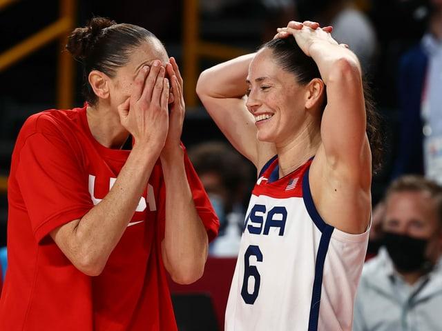 Sue Bird freut sich über den Olympiasieg.