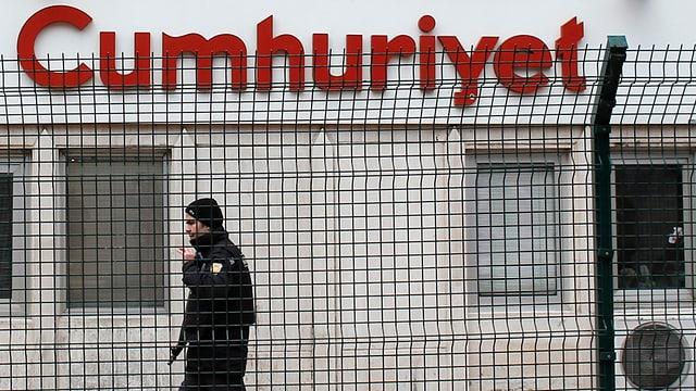 Schon im 2015 abgeriegelt: der Eingang zur Redaktion von «Cumhuriyet».