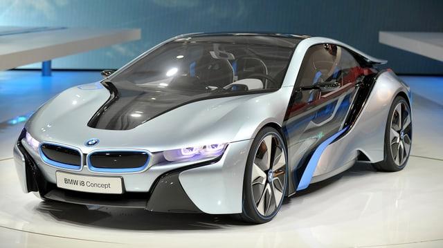 Video ««Tacho» - BMW i8, Reifen-Recycling & Fahrprüfung neu» abspielen