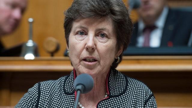 Nationalrätin Kathy Riklin am Rednerpult im Nationalrat.