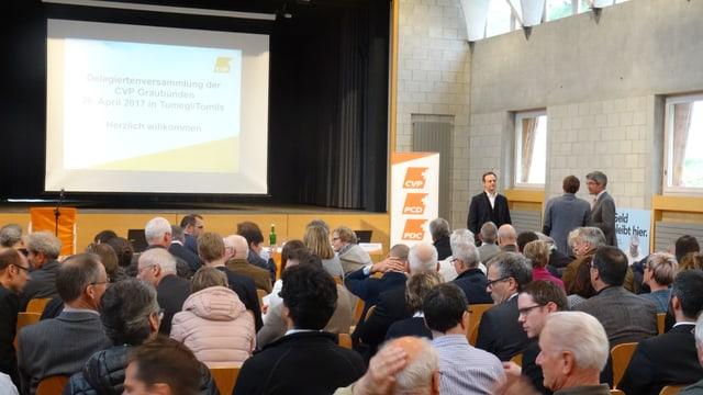 Bun 100 persunas èn sa participadas a la radunanza da delegads da la PCD grischuna a Tumegl.