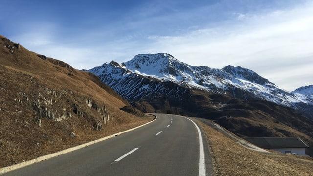Ils 2-1-2017 era la via sur il pass Alpsu anc terrena.