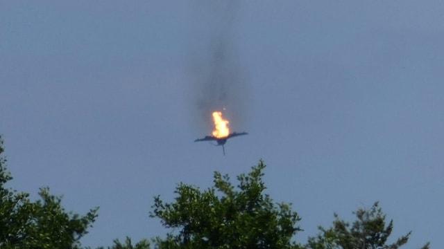 Brennender Jet in der Luft