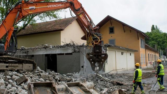 Ein Haus wird abgebrochen