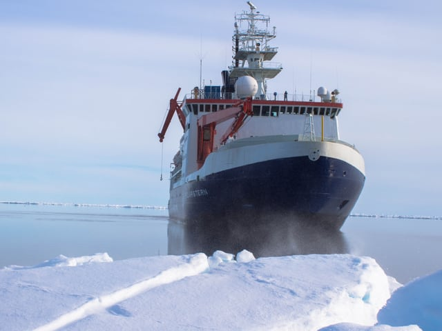 Der Eisbrecher im Polarmeer