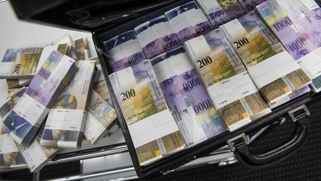 Koffer mit Banknoten