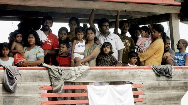 Bartga cun fugitivs sin via en l'Indonesia.