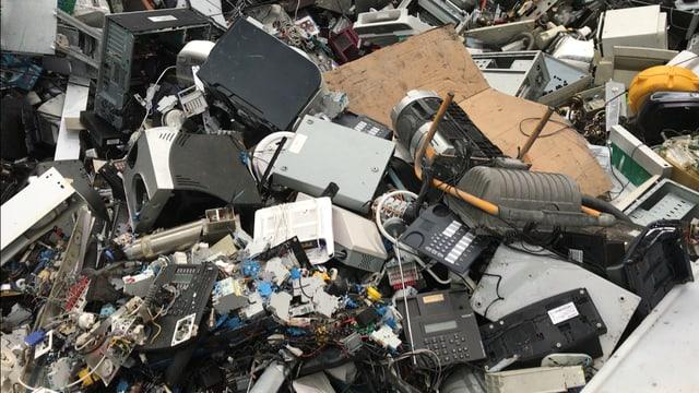 Elektroschrott auf Haufen bei Immark AG