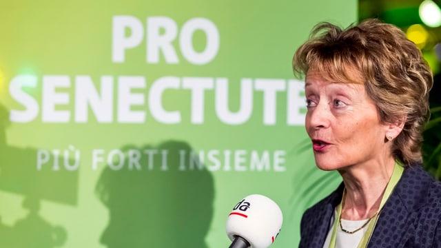 L'anteriura Cussegliera federala e presidenta actuala da la Pro Senectute Eveline Widmer-Schlumpf en in'intervista al di da sia elecziun en il presidi.