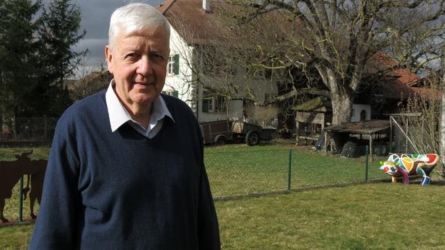 Alt-Regierungsrat Andreas Koellreuter vor seinem Hof in Aesch