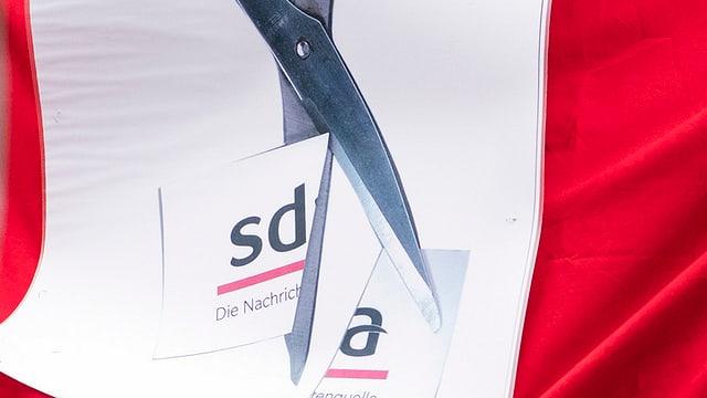Ina forsch che taglia dapart il logo da la SDA.