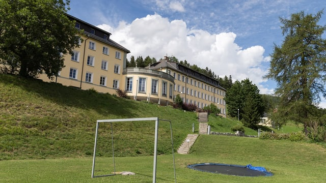 Ein Gebäude des Institutes Ftan