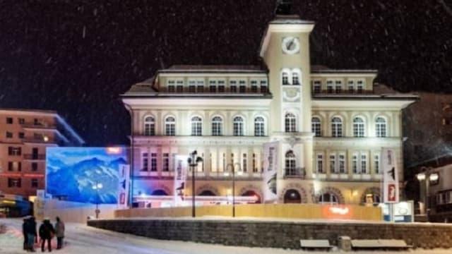 Chasa da scola San Murezzan cun edifizi da TirolBerg