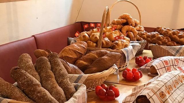Chavagnas cun differents pans