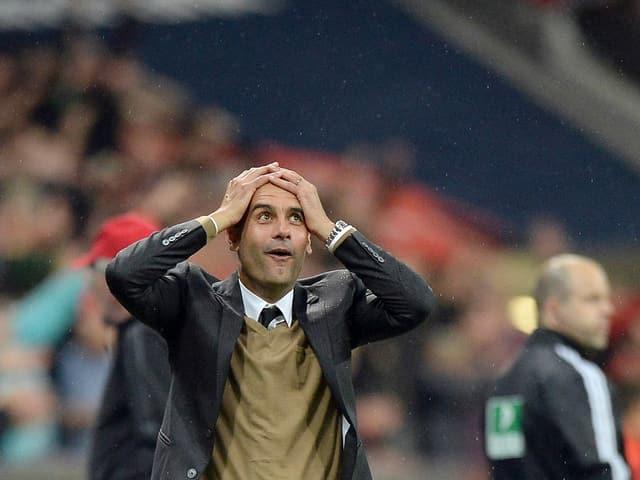 Pep Guardiolas Reaktion nach dem 5. Tor von Lewandowski.