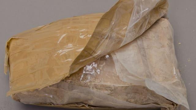 Die Polizei stellte rund 4,5 Kilogramm Heroin sowie grössere Mengen an Streckmittel sicher.