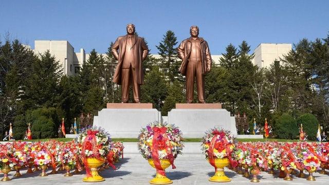 Kim Il Sung und Kim Jong Il, Statuen in Pjöngjang.