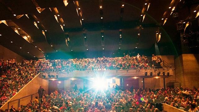 Saal mit Publikum