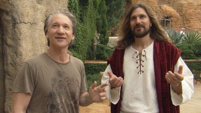 Zwei Männer, einer davon verkleidet als Jesus.