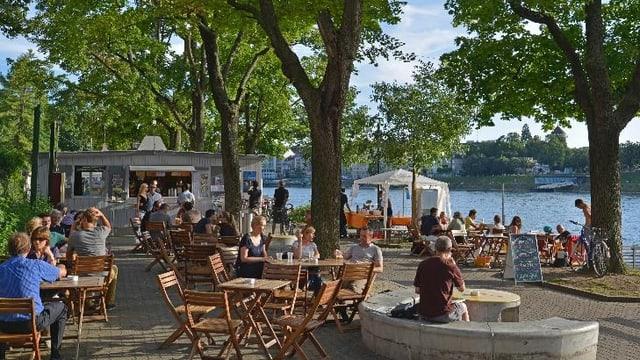 Partystimmung am Rheinufer