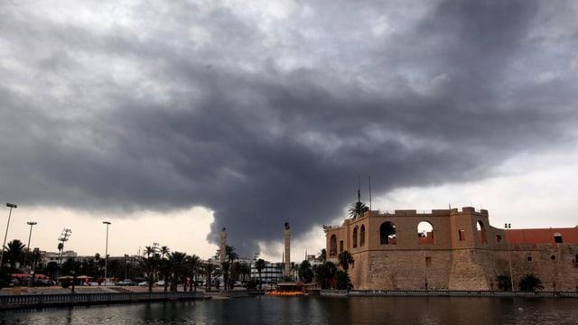 Tripolis in Flammen: Viele Menschen fühlen sich nicht mehr sicher in Libyens Hauptstadt.