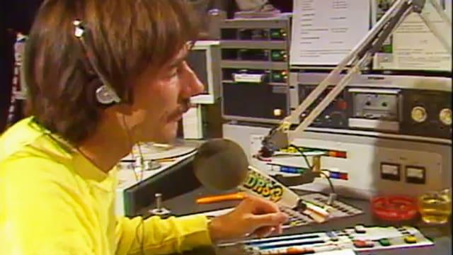 Der erste DRS 3 Chef Peter Bühler moderierte den Kick-Off am 1.11.1983.