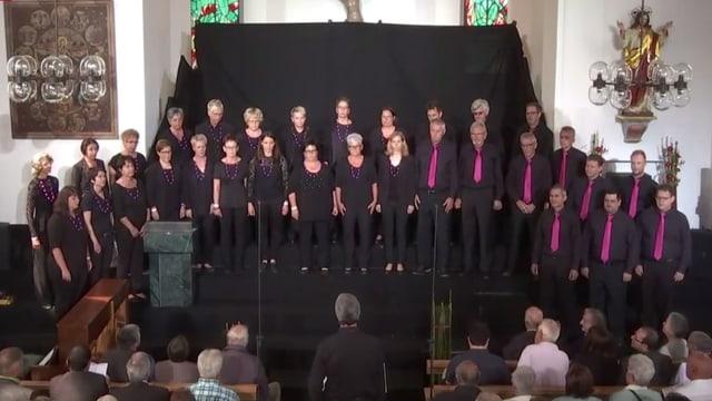 Il Chor mischedau Schluein durant il concert a Falera.