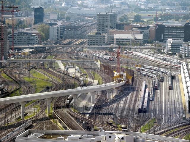Zuggleise vor dem Hauptbahnhof.