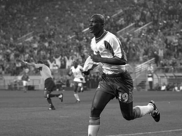 Papa Bouba Diop bejubelt das Siegtor gegen Frankreich an der WM 2002.