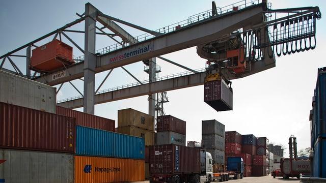 Container im Basler Rheinhafen