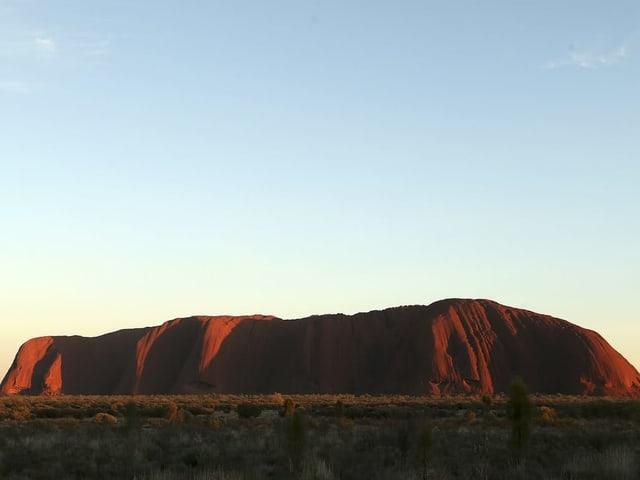 Uluru von weitem.