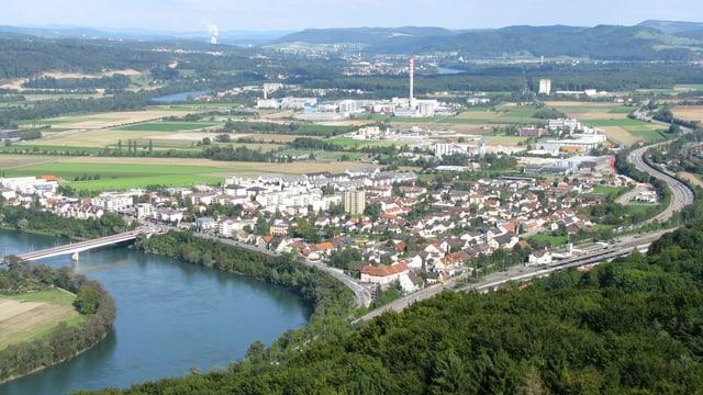 Blick auf die Gemeinde Stein mit der Brücke über den Rhein nach Deutschland.