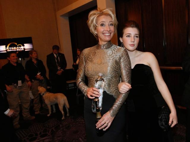 Schauspielerin Emma Thompson posiert mit Tochter Gaia für die Kamera.