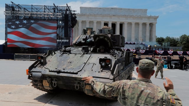 Soldaten und Panzer