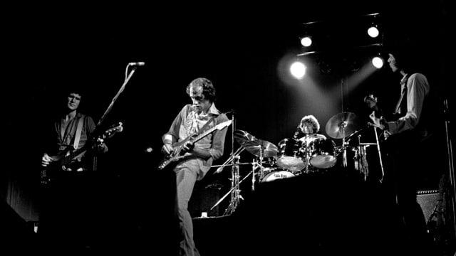 Schwarz-weisses Konzertfoto der Dire Straits aus 1978.
