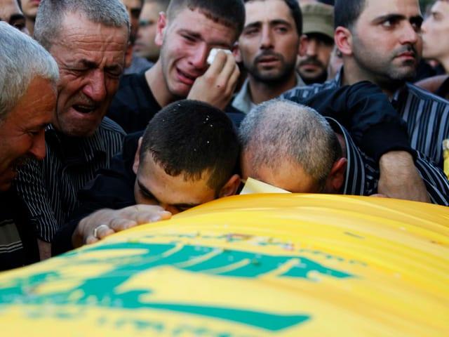 Bestattung eines Hisbollah-Kämpfer im Libanon