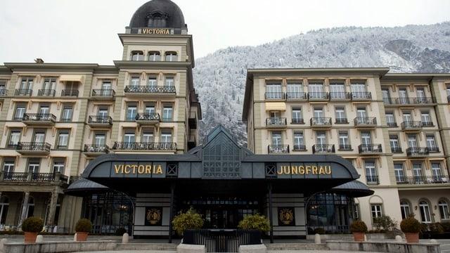 Aussenansicht des Hotels Victoria Jungfrau in Interlaken.