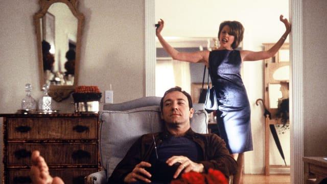 Kevin Spacey als Lester, Annette Bening als dessen Frau Carolyn Burnham