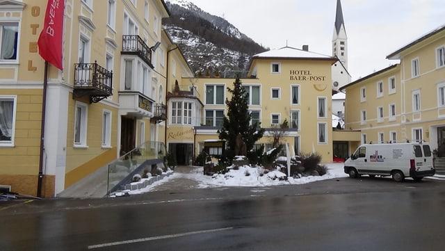 Video «Hotel Baer & Post in Zernez - Tag 1» abspielen