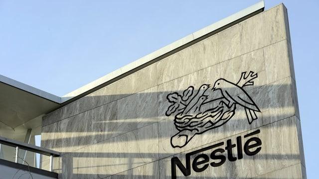 Il concern da Nestlé cun il logo.