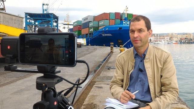 Korrespondent am Hafen